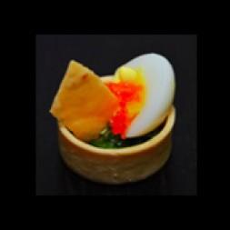 菌菇菠菜挞配鹌鹑蛋红鱼子酱