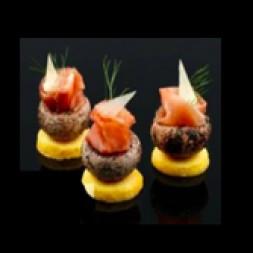 杯形蘑菇配帕尔玛火腿和怕玛森芝士